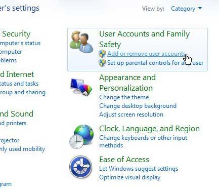 Нажмите на ссылку «Аккаунты пользователей и безопасность семьи».