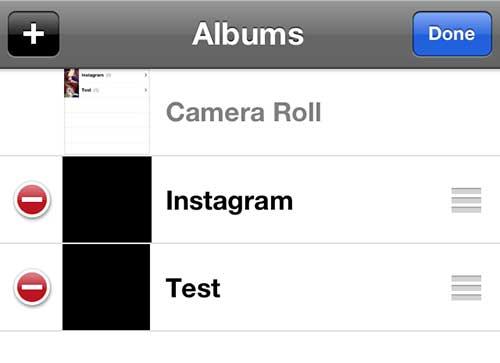 Нажмите красную и белую кнопку слева от альбома, который вы хотите удалить.