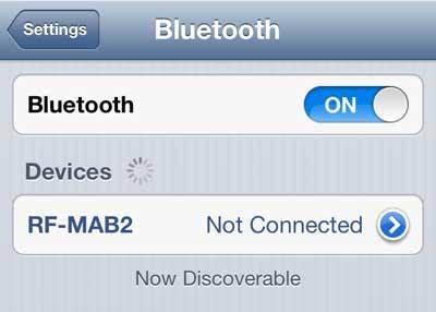 включите Bluetooth, и нажмите синюю стрелку справа от устройства, чтобы забыть
