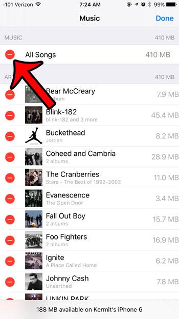 нажмите на красный круг рядом со всей музыкой
